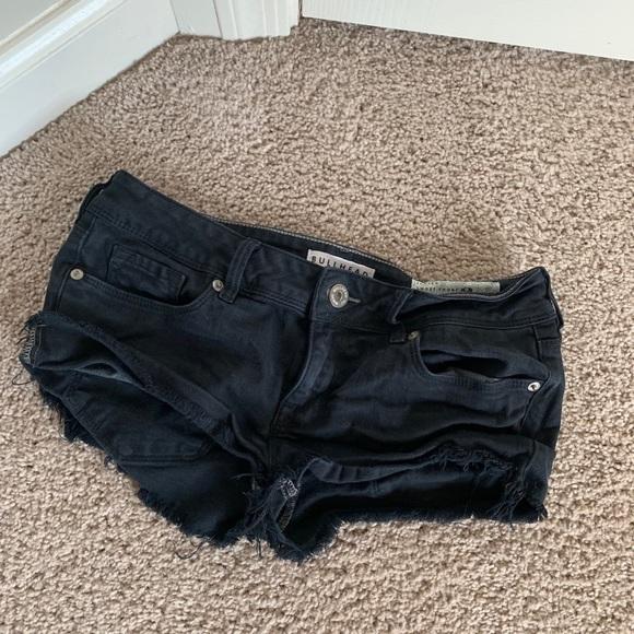 Bullhead Pants - Frayed short shorts